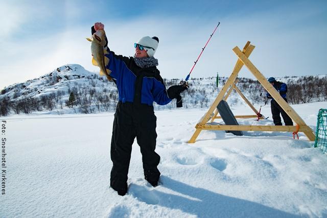 Schneehotel Norwegen - Eisfischen