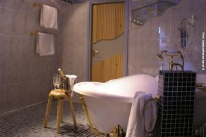 Glasiglus Finnland, Hochzeitssuite Bad