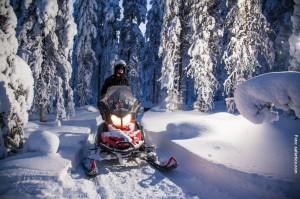 Schneemobil Lappland