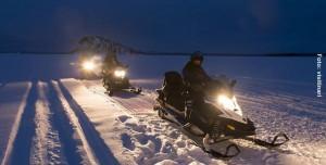 Schneemobil-Winternacht