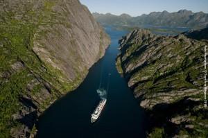 Norwegische-Fjorde-Kreuzfahrt-Trollfjord-gross