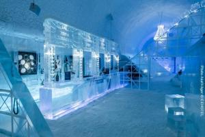 Eishotel-Schweden, Eisbar, Design Mathieu Brison  Luc Voisin