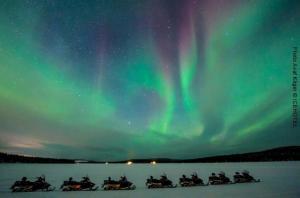 Nordlichter-Schneemobil-Safari-Eishotel-Schweden