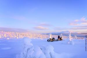 Lapland Huetten Schneemobilfahren
