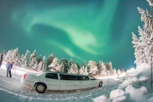 Polarlichtersuche mit Limousine