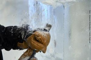 Exklusive Blockhütten in Lappland - Eisschnitzen