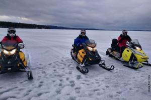 finnland-schneemobiltour