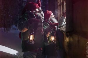 Weihnachten in Lappland - neugierige Kinder
