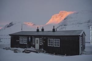 Schneemobil Safari Schweden - Berghütte