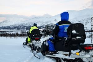 Norwegen_Winterurlaub_Schneemobil
