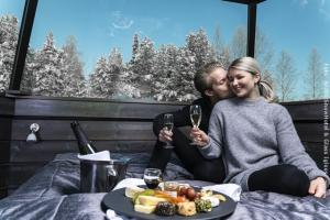 Schneehotel und Glasiglus Finnland - romantisches Paket