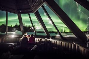 Schneehotel und Glasiglus Finnland - Aussicht aus Skybar auf Nordlicht