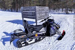 Schneehotel und Glasiglus Finnland - Schneemobil