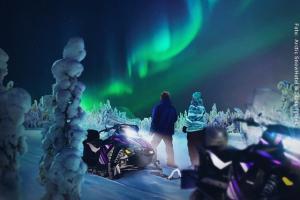Schneehotel und Glasiglus Finnland - Nordlicht Schneemobil Safari