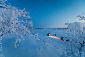 Hotel Muotka Lappland Lodge - Schneemobilsafari am Inarisee