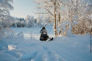 Winterreise Schwedens Norden - Schneemobil